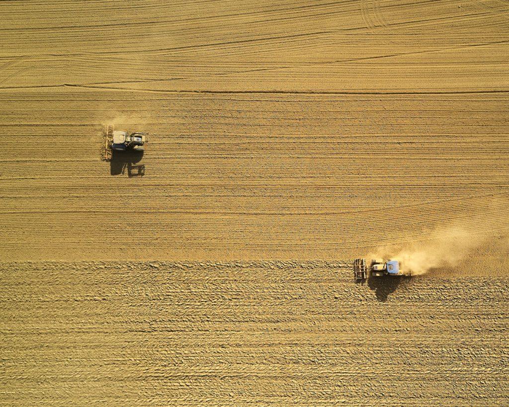 johny-goerend-farming-393401-unsplash